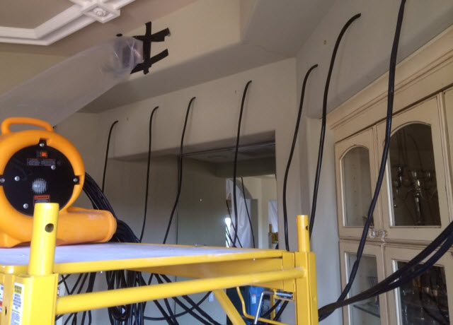 Air drying equipment penetrates under and behindcabinet through small, easy-to-fix holes.